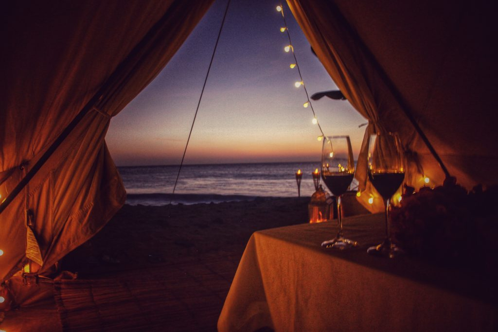 Check out our most favorite minimoon destinations and glamping ideas for some unforgettable honeymoon inspiration!