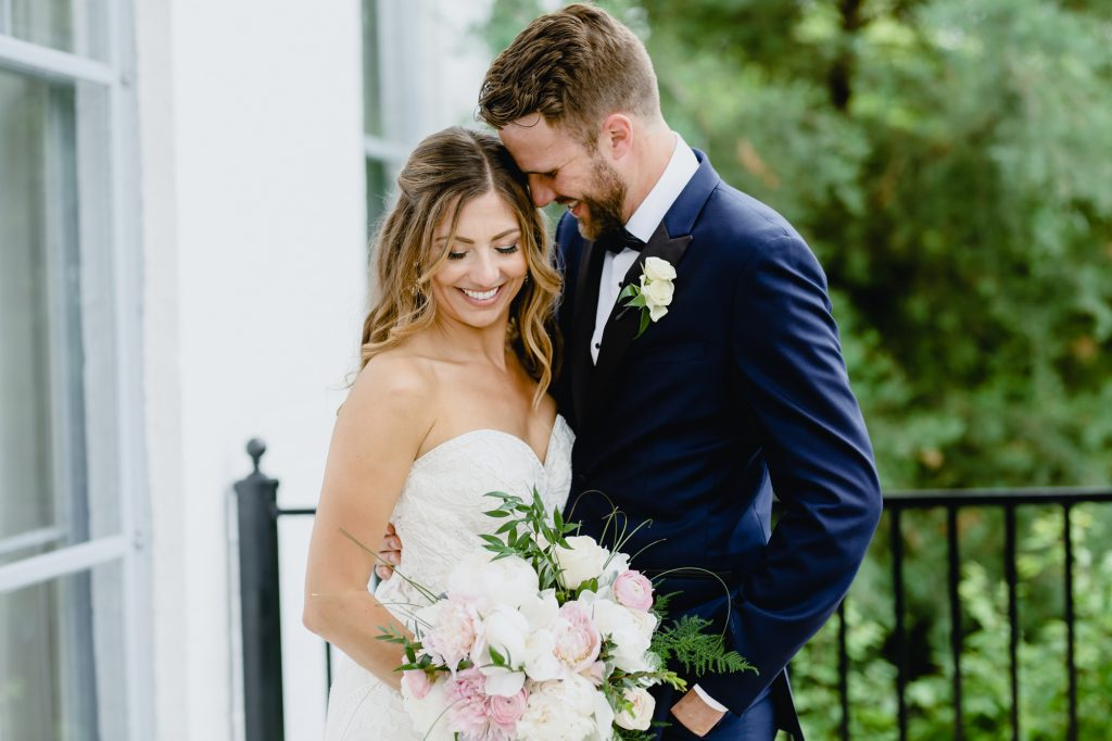 Check out the ultimate wedding photography shot list for your wedding day in this resourceful wedding inspiration!