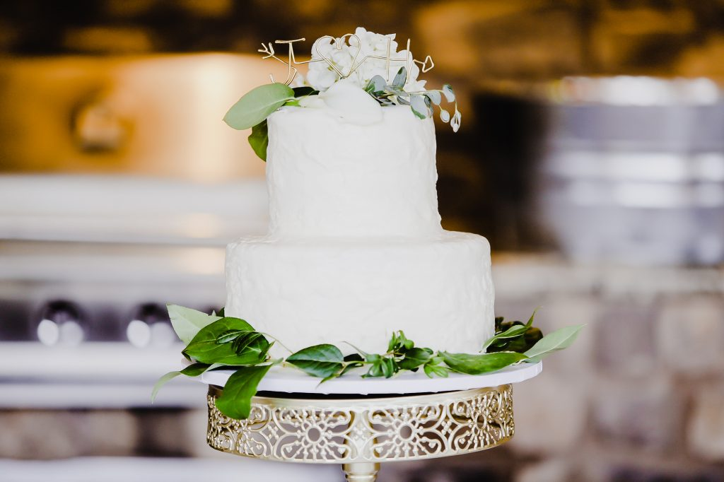 We are loving the all-white wedding cakes that are not only trending but have always been classic and timeless! Here are our reasons why!